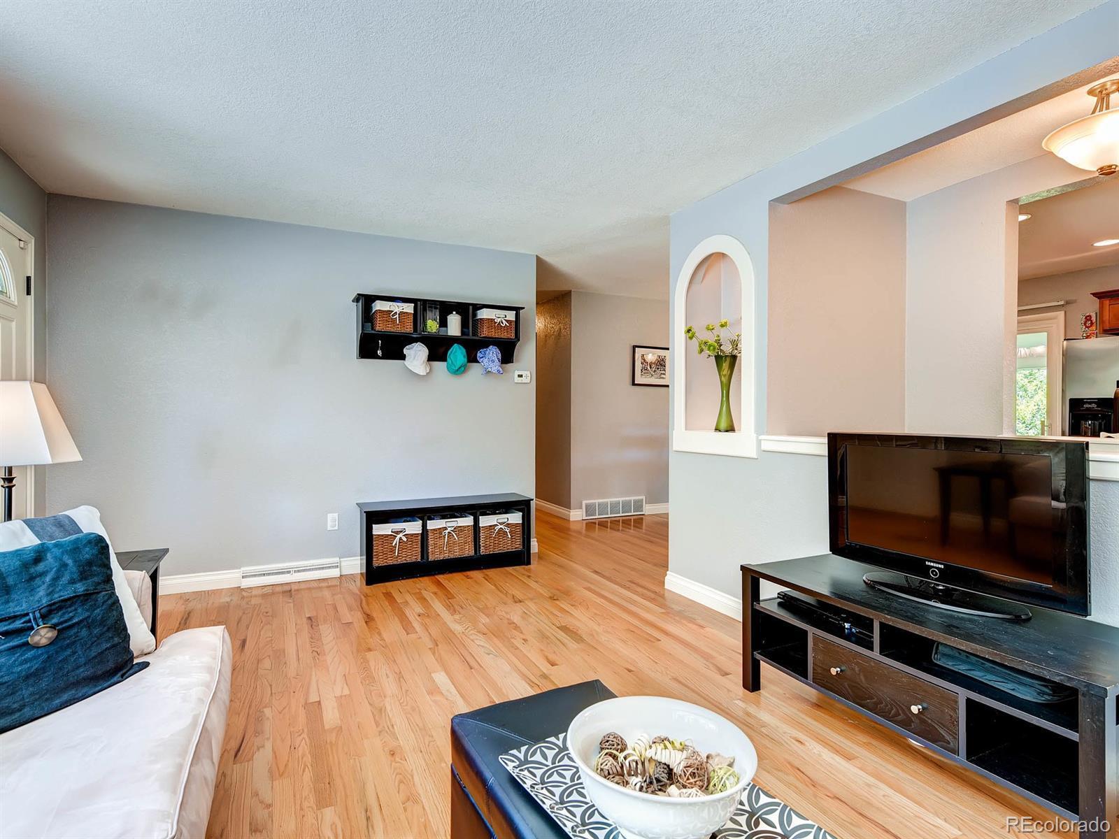 865 S Glencoe Street preview
