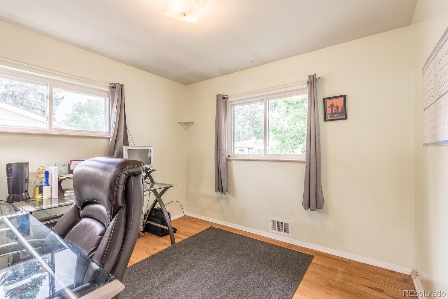 6842  Moore Street preview
