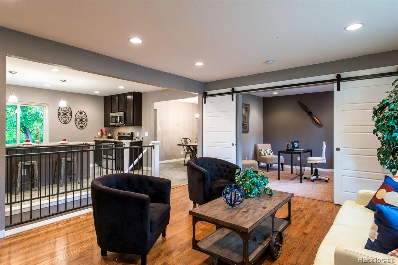 6913  Moore Street preview