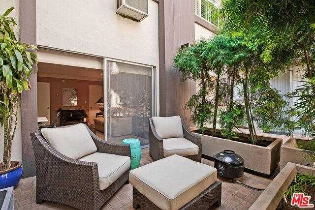 117 S DOHENY DR # 203 preview