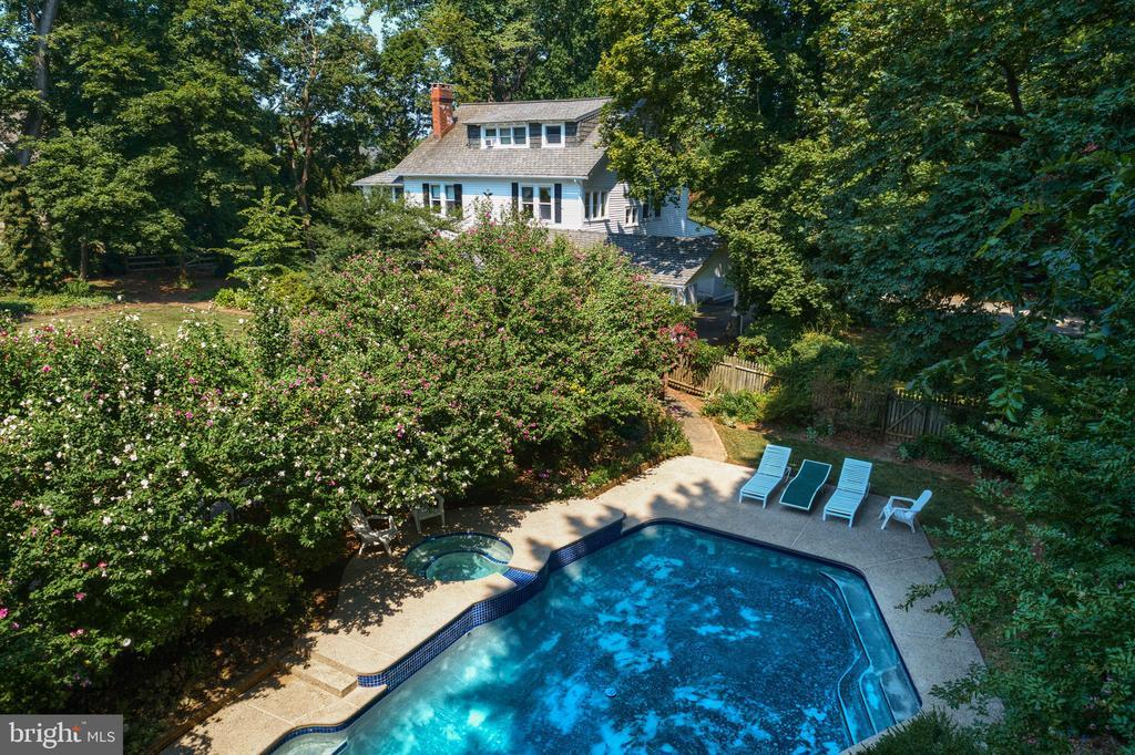 823 KING OF PRUSSIA ROAD photo