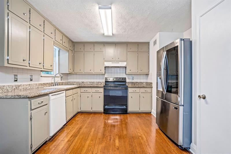 4359 IROQUOIS  Trail preview
