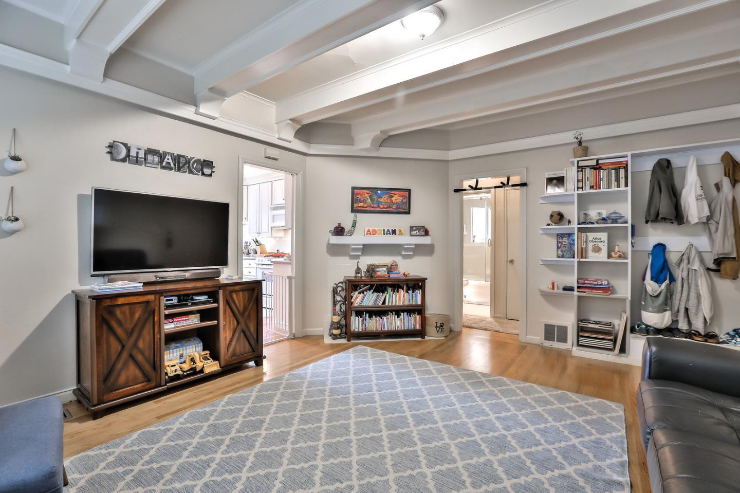 704/704A Howard AVE preview