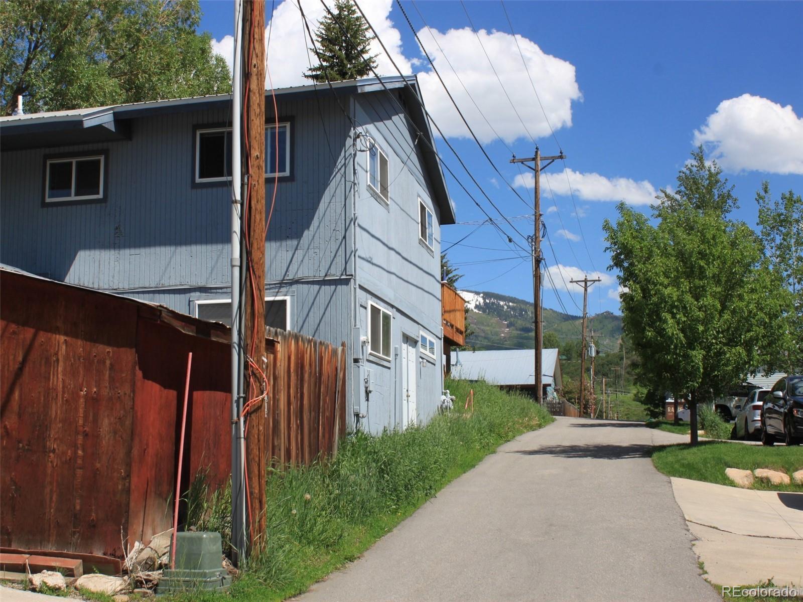 427  Pine Street  A photo