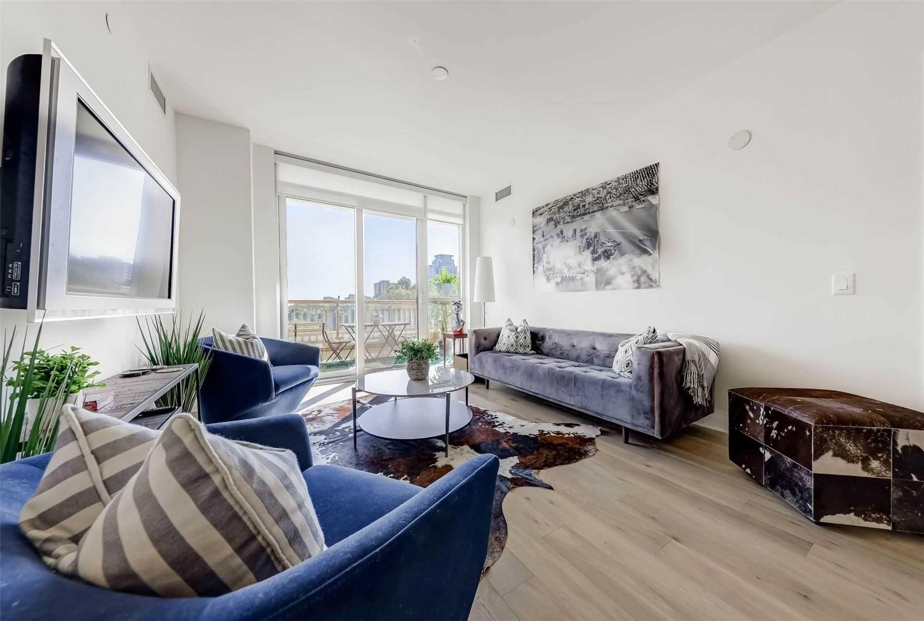 Live In Luxurious Yorkville!