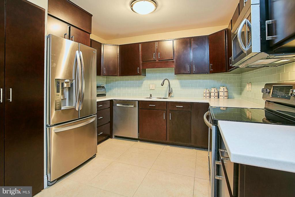 1800 OLD MEADOW ROAD Unit: 710 photo