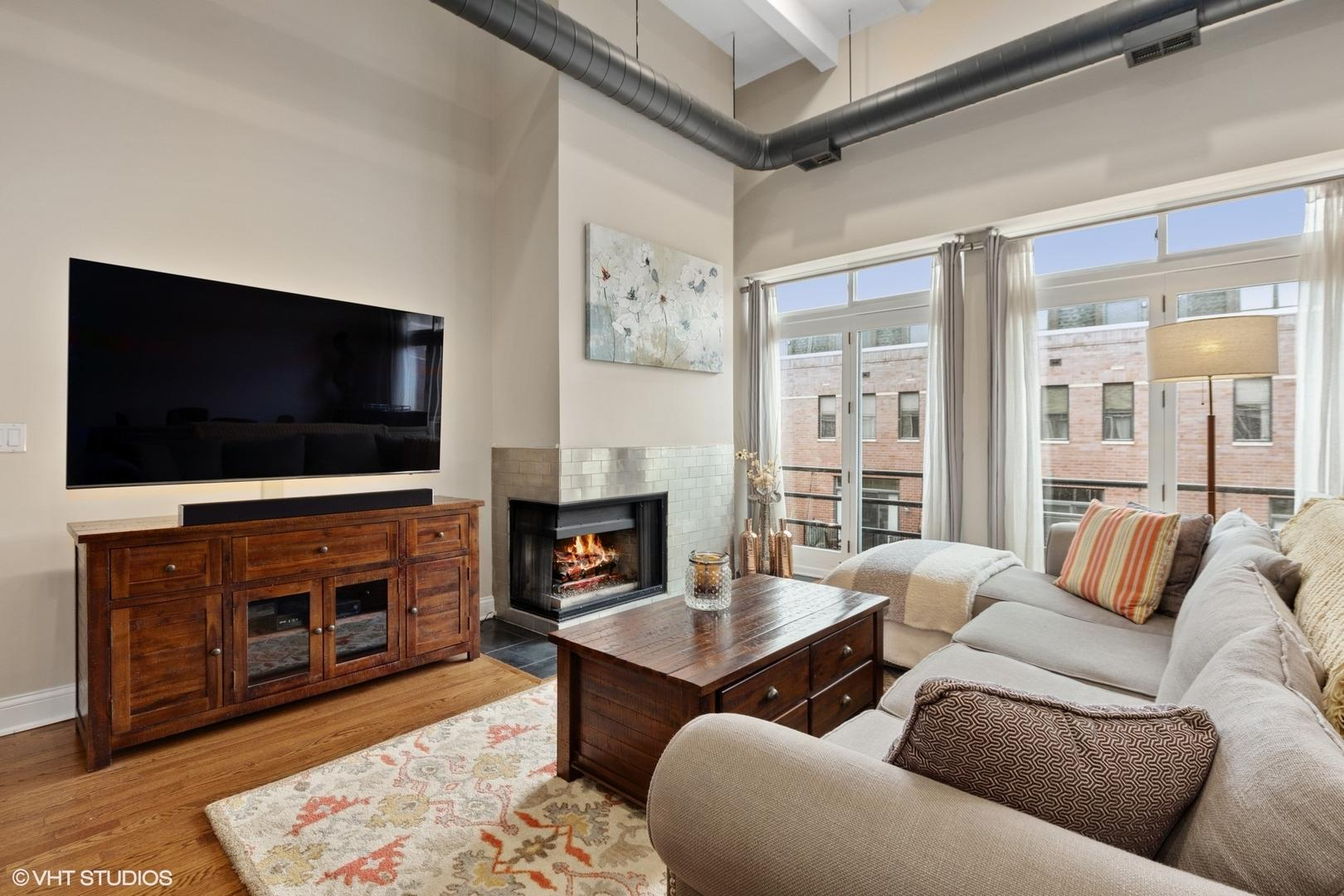 1760 W Wrightwood  Avenue, Unit 309 preview
