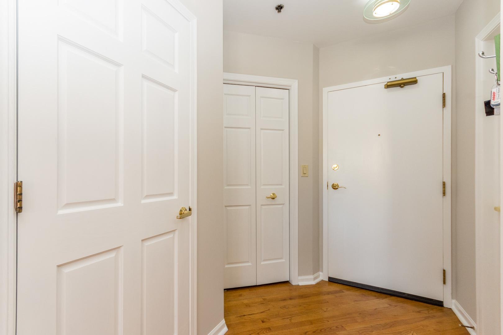161 W Harrison  Street, Unit 902 photo