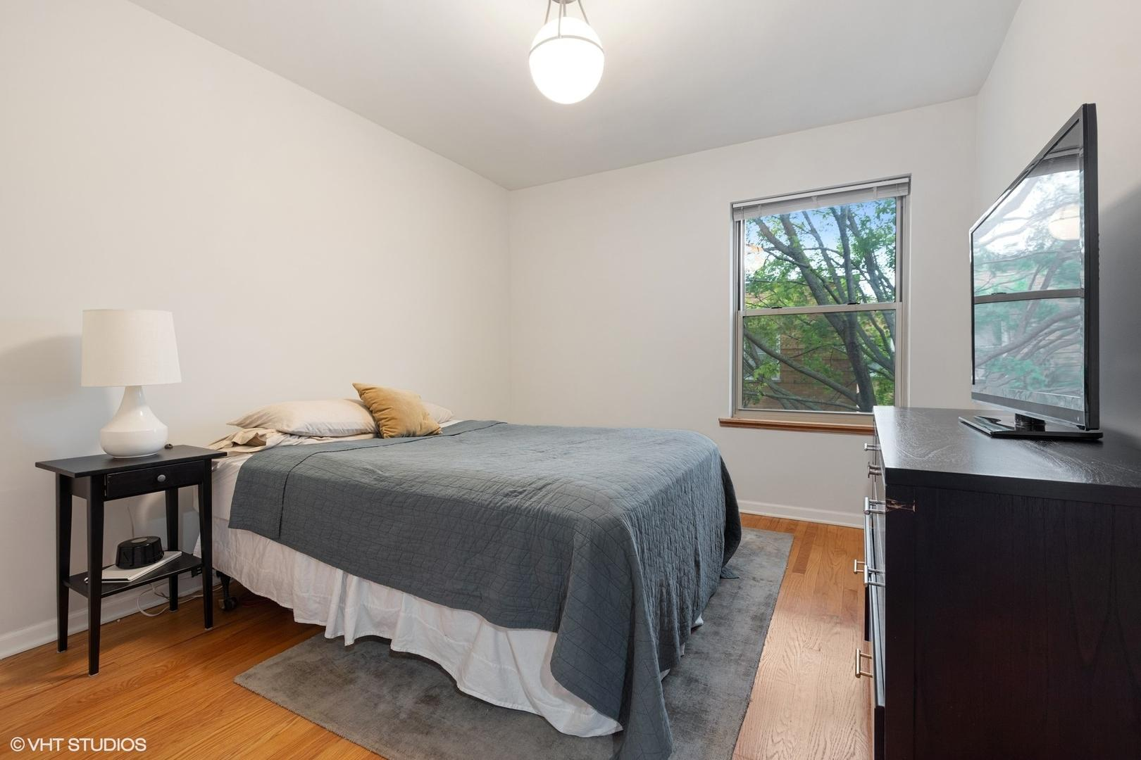 4951 N Wolcott  Avenue, Unit 3B photo
