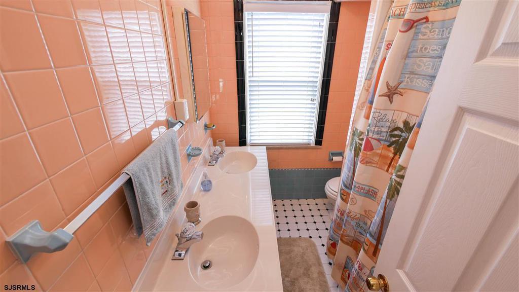 7118 Ventnor Ave photo