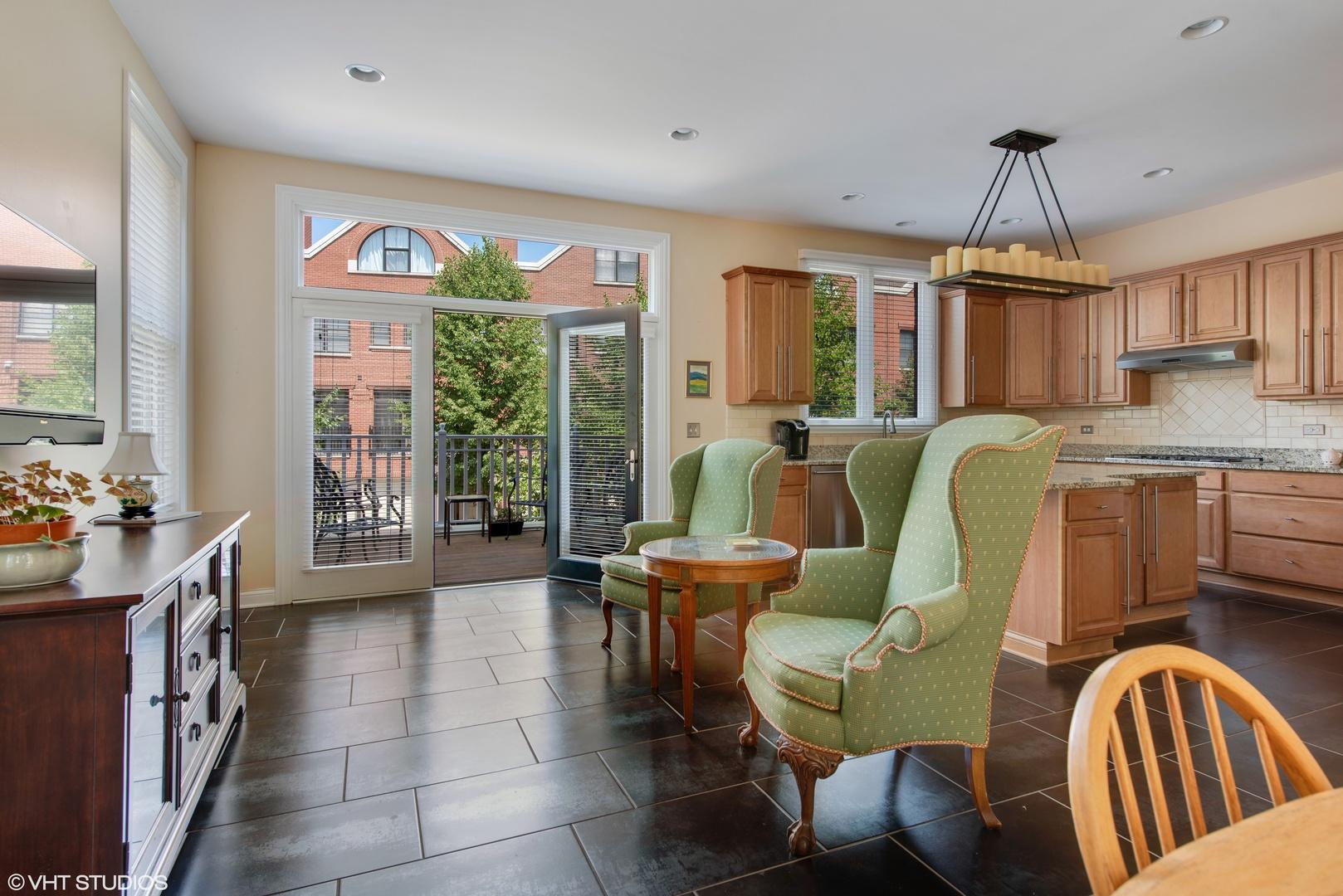 1895 Admiral  Court preview