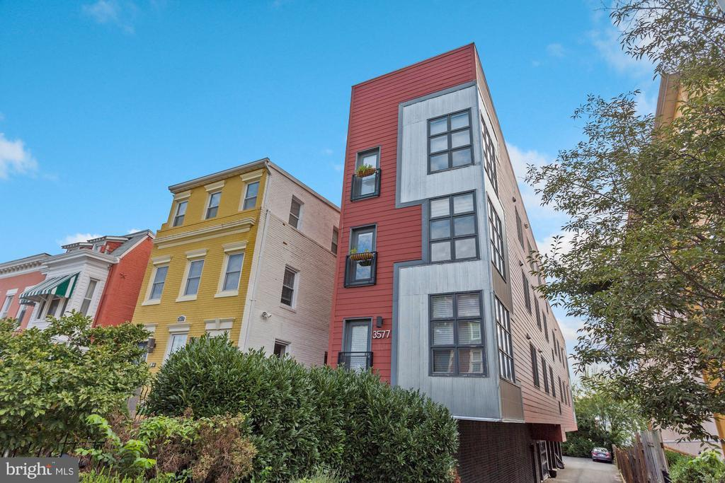 3577 WARDER ST NW #101