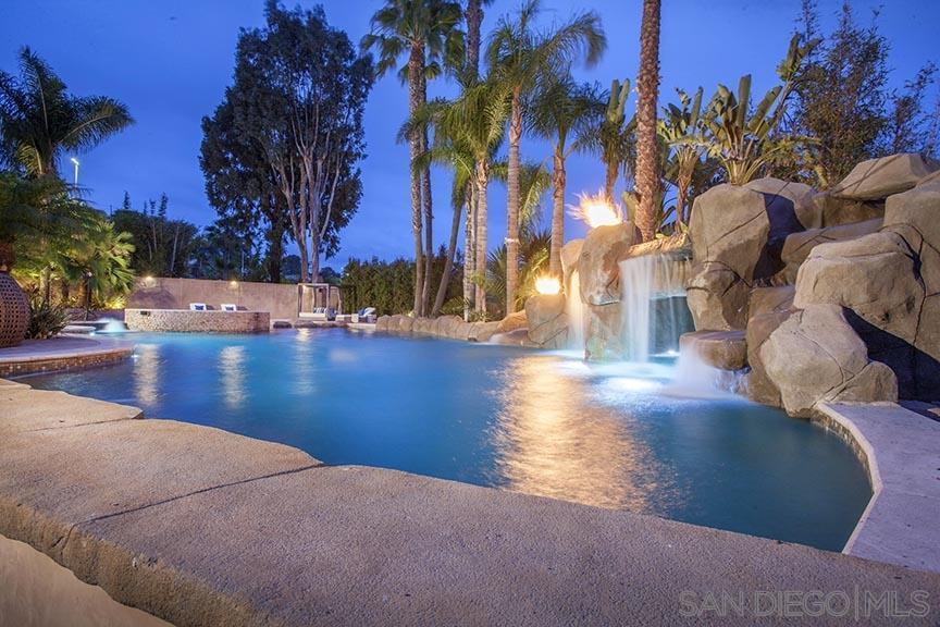 551 Lomas Santa Fe Dr photo