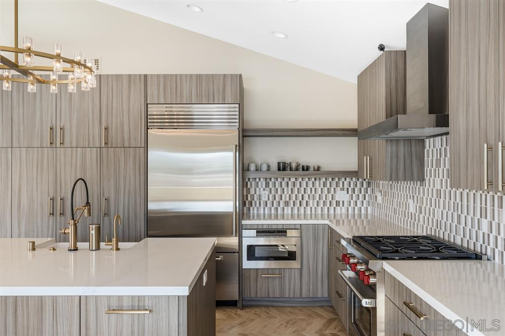24 Briggs Ave preview