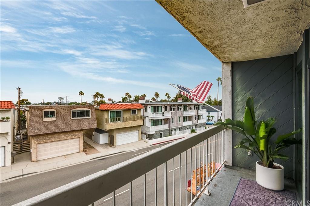 748 Manhattan Beach Boulevard Unit: A photo