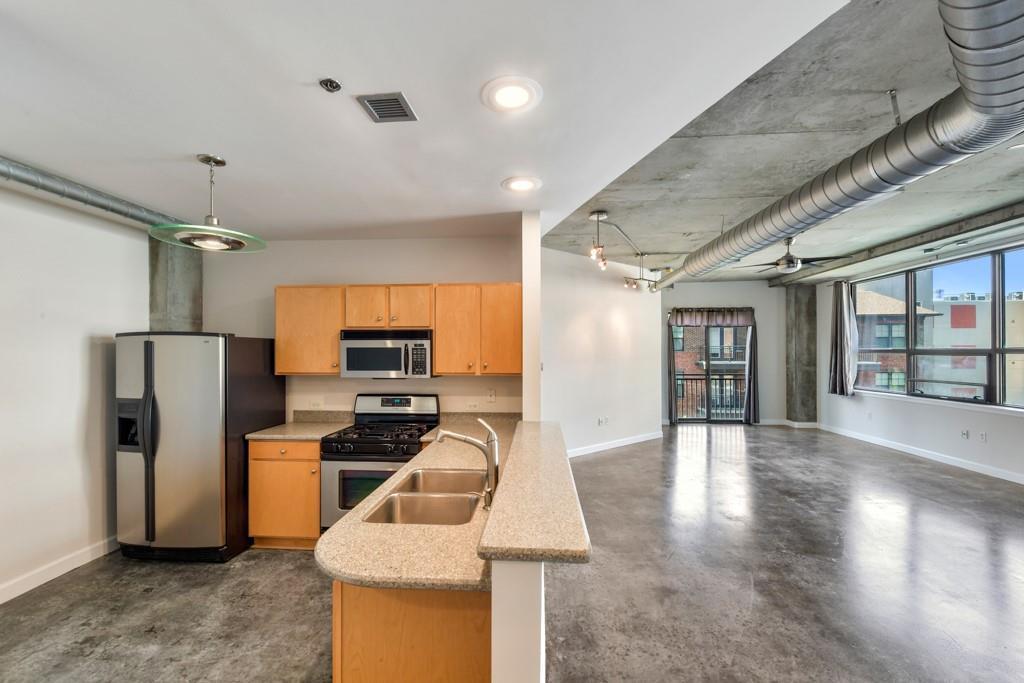 115 W Peachtree Place Unit: 416 photo