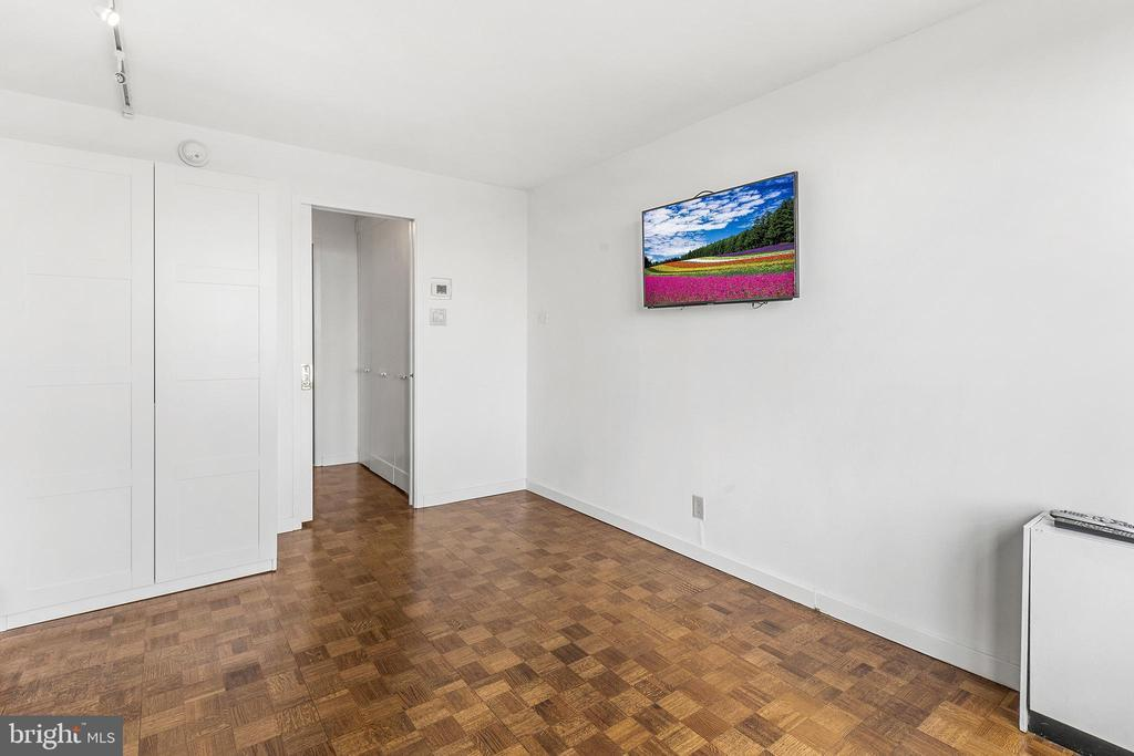 224-30 W RITTENHOUSE SQ #1709 preview