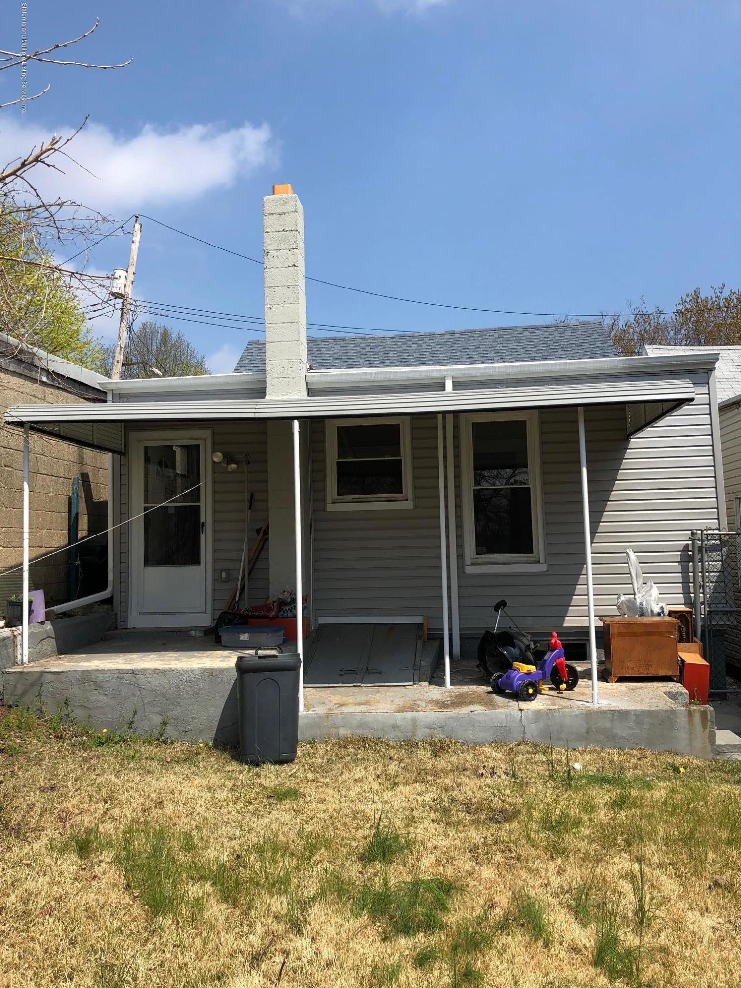 12 Laurel Avenue photo