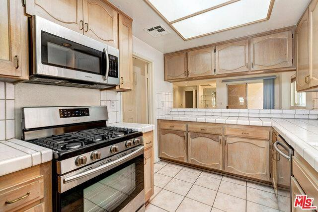 1871 GREENFIELD AVE # 101 photo