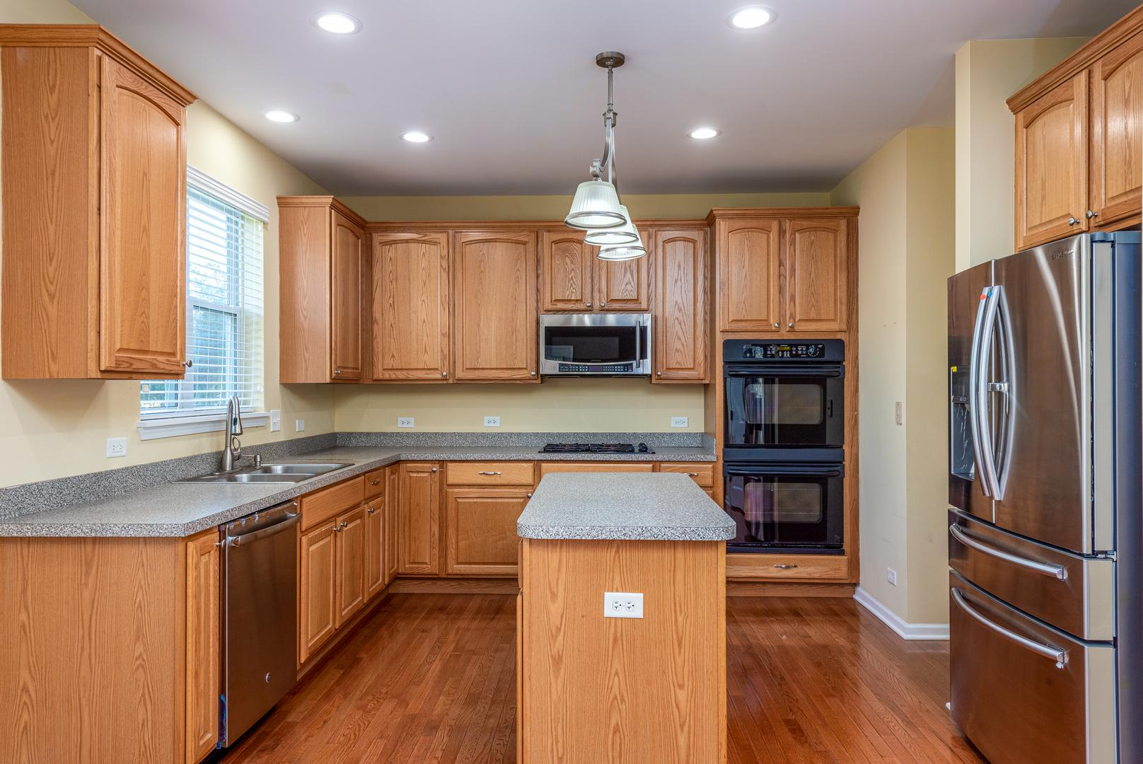 3042 Settlers  Parkway photo