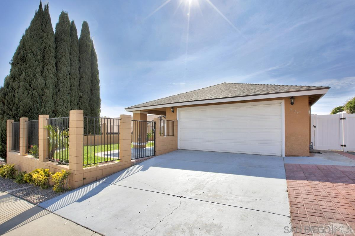 798 Carefree Dr photo