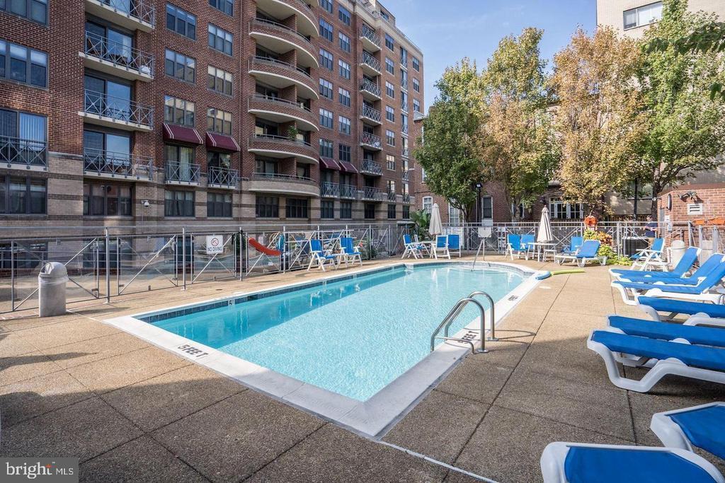 1401 17TH STREET NW Unit: 902 photo