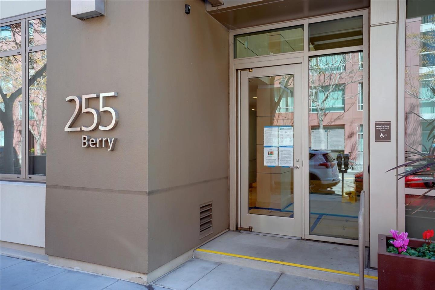 255 Berry ST 518 preview