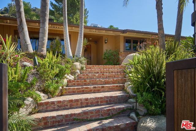 1744 N DOHENY DR