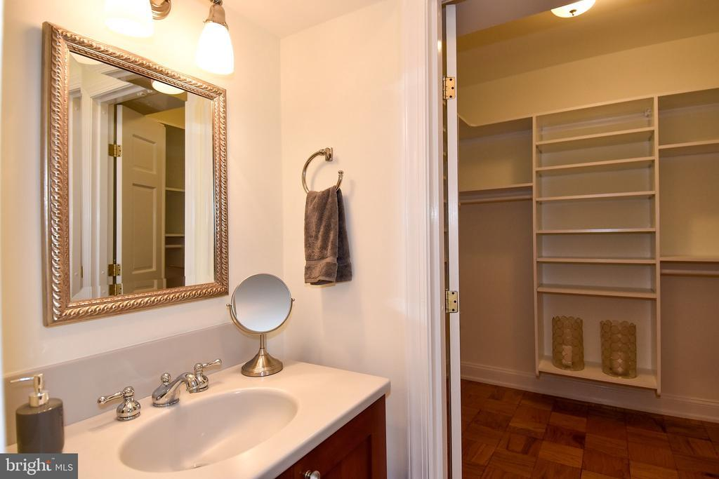 2801 NEW MEXICO AVE NW #1019 photo