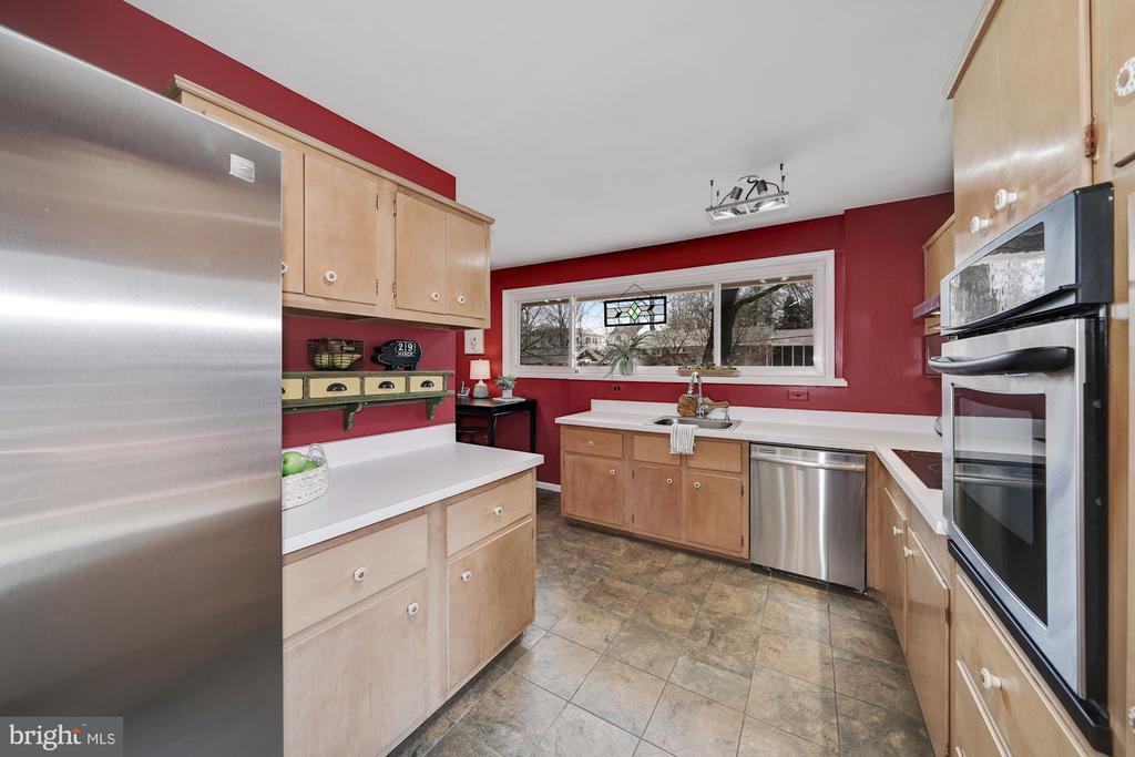 6033 ROSSMORE DR preview