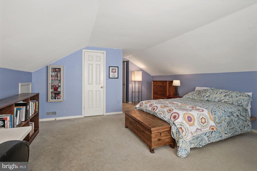 5 HOLLYBERRY COURT photo