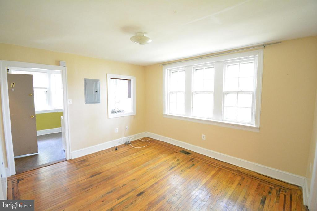 504 W COULTER STREET Unit: 1 photo