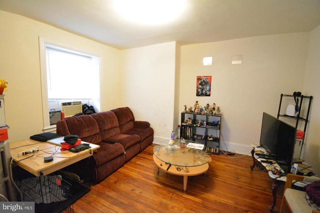521 W HANSBERRY STREET Unit: 2 photo