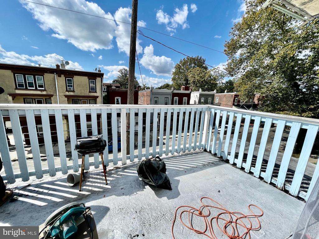 253 W HANSBERRY STREET Unit: 2F photo