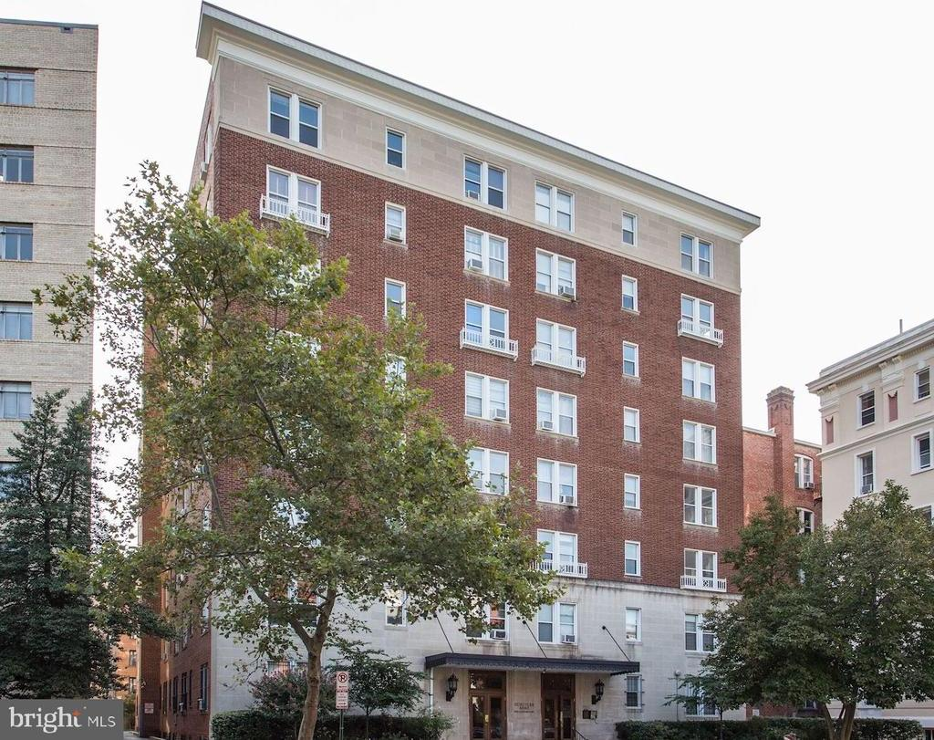 1954 COLUMBIA RD NW #206