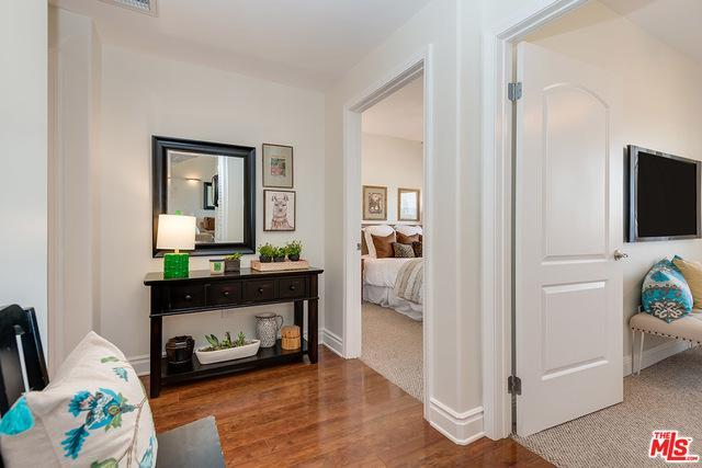 4724 KESTER AVE # 401 preview