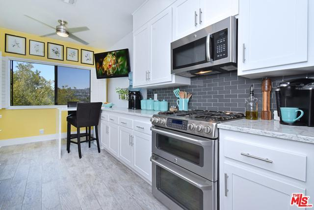 11560 Moorpark St # 302 preview