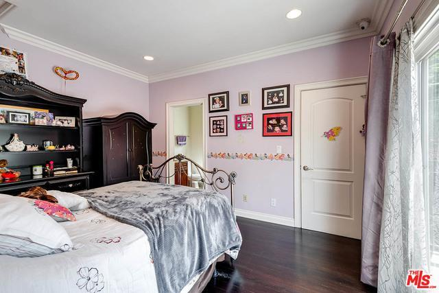 16226 DICKENS ST preview