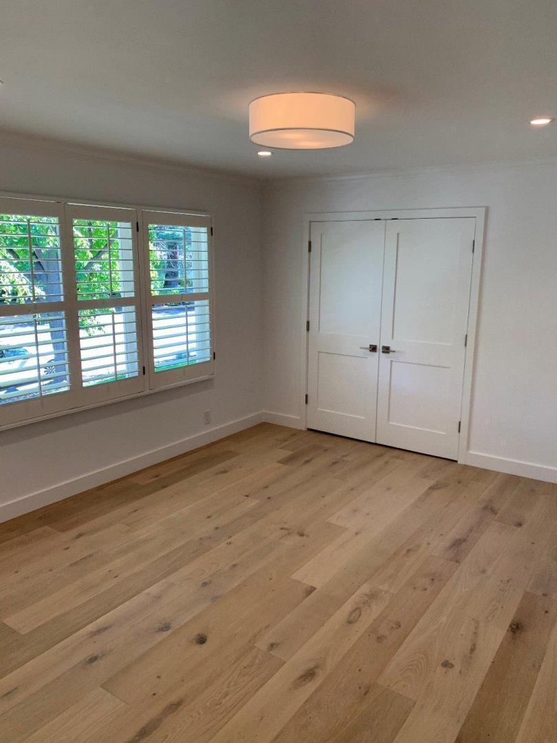 595 Oak Knoll LN