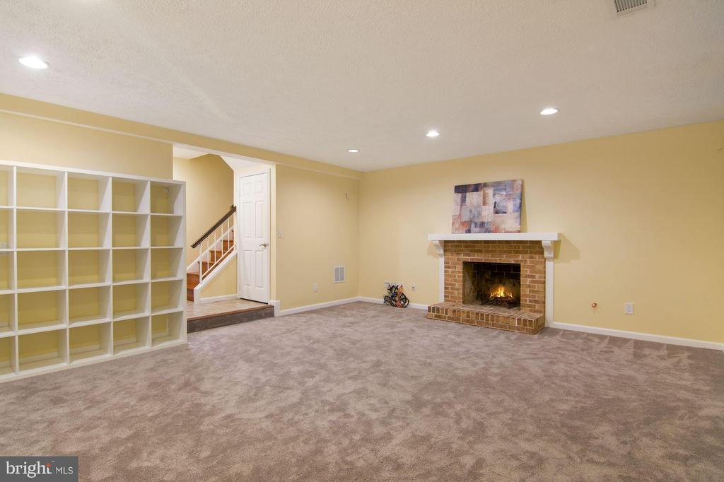 10312 HAMPSHIRE GREEN AVE preview