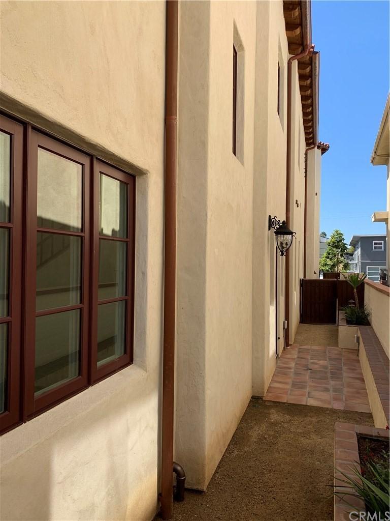 227 Avenida Granada Unit: B photo
