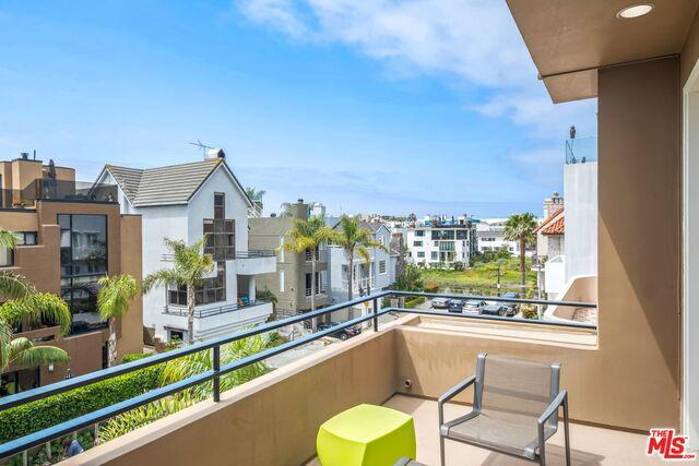Stunning Marina del Rey Beach Home with a 4-stop elevator preview