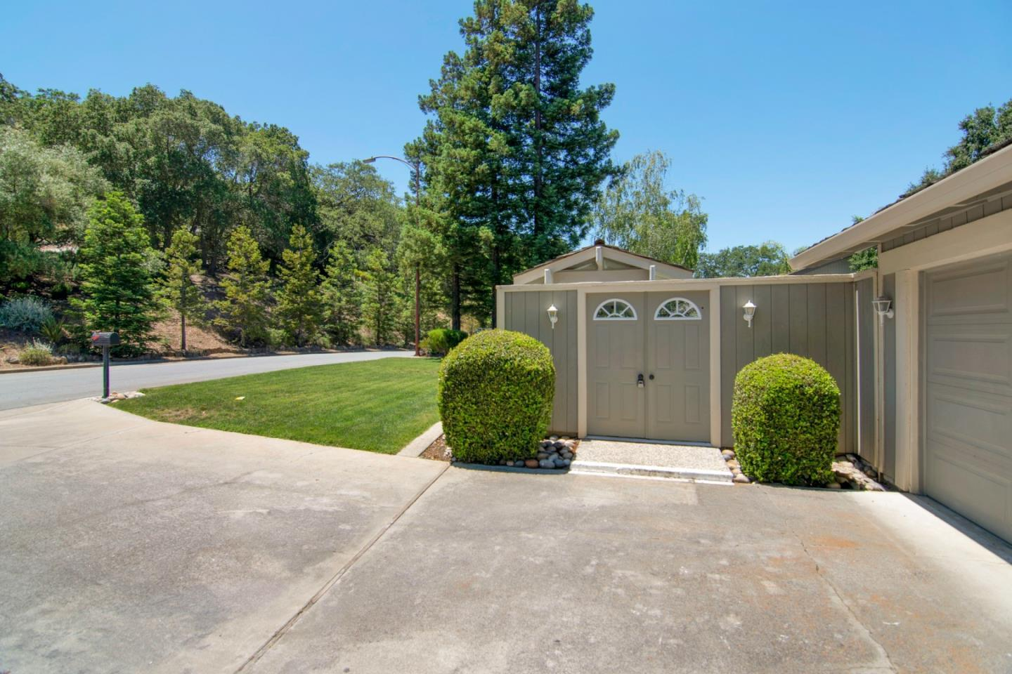 7089 Wooded Lake DR photo