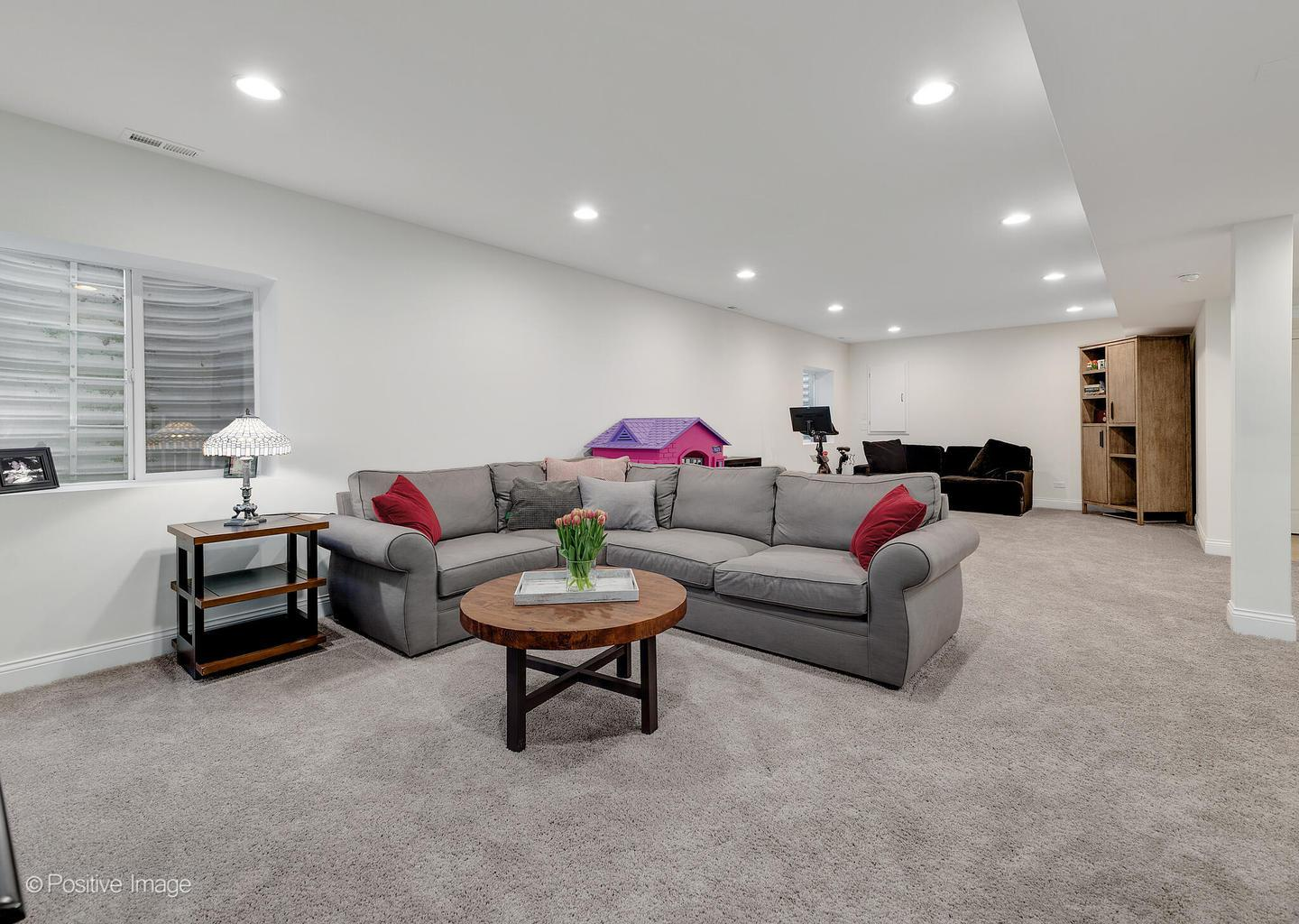 525 W 3rd  Street preview