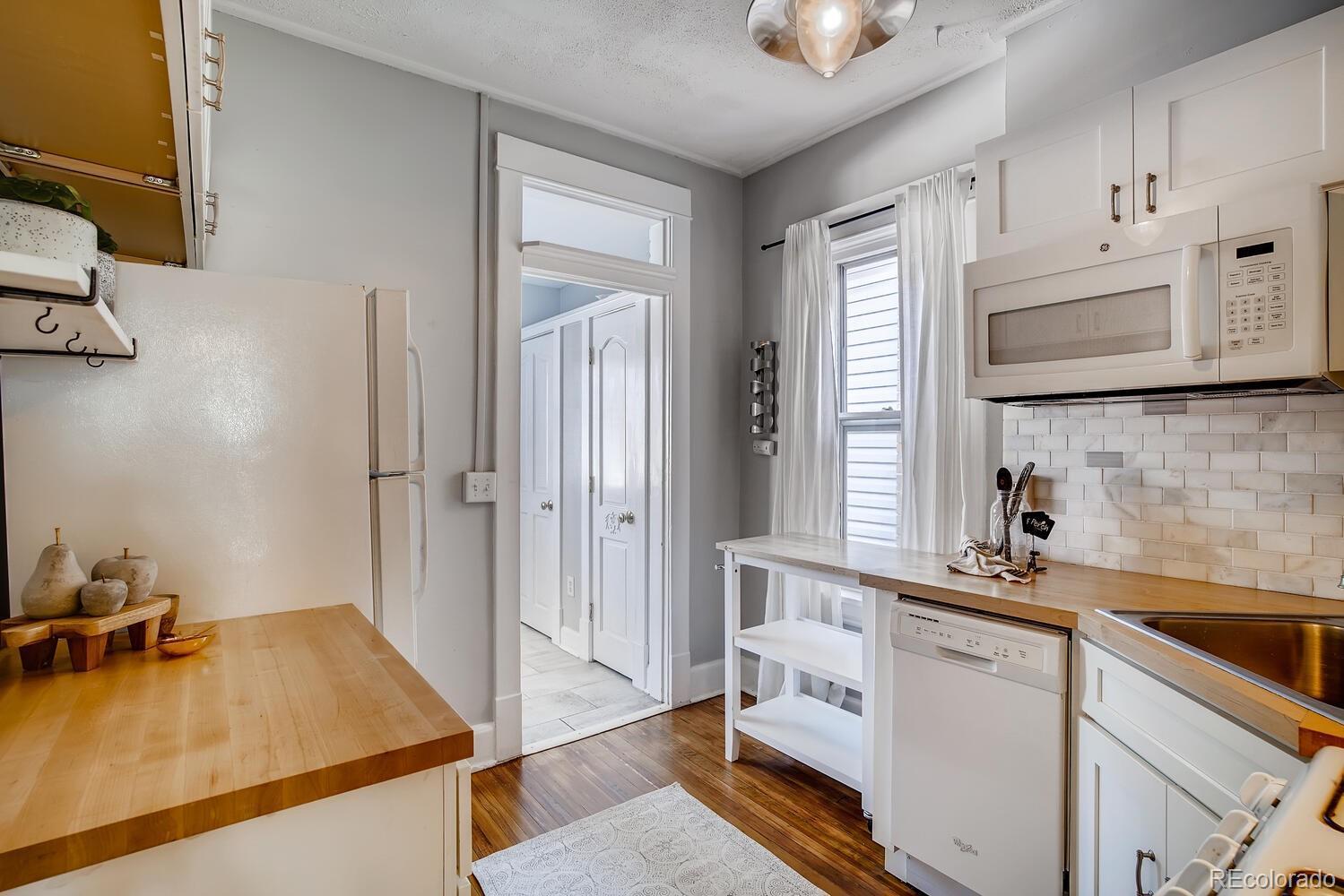 UNDER CONTRACT: 1 Bedroom 1 Bathroom Uptown Condo with Rare Bonus Home Office photo