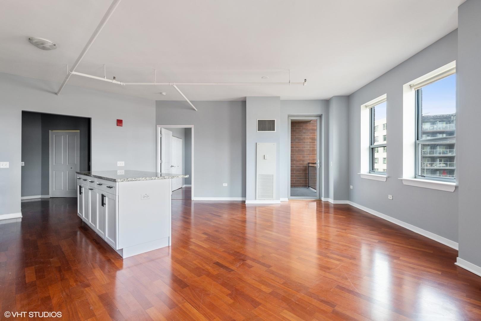 437 W Division  Street, Unit 504 preview