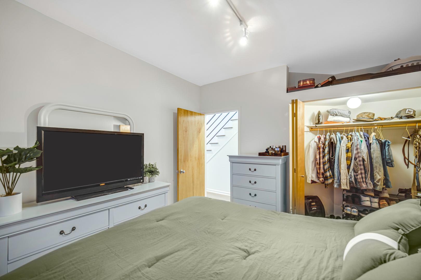 1543 N Hudson  Avenue, Unit 3E photo
