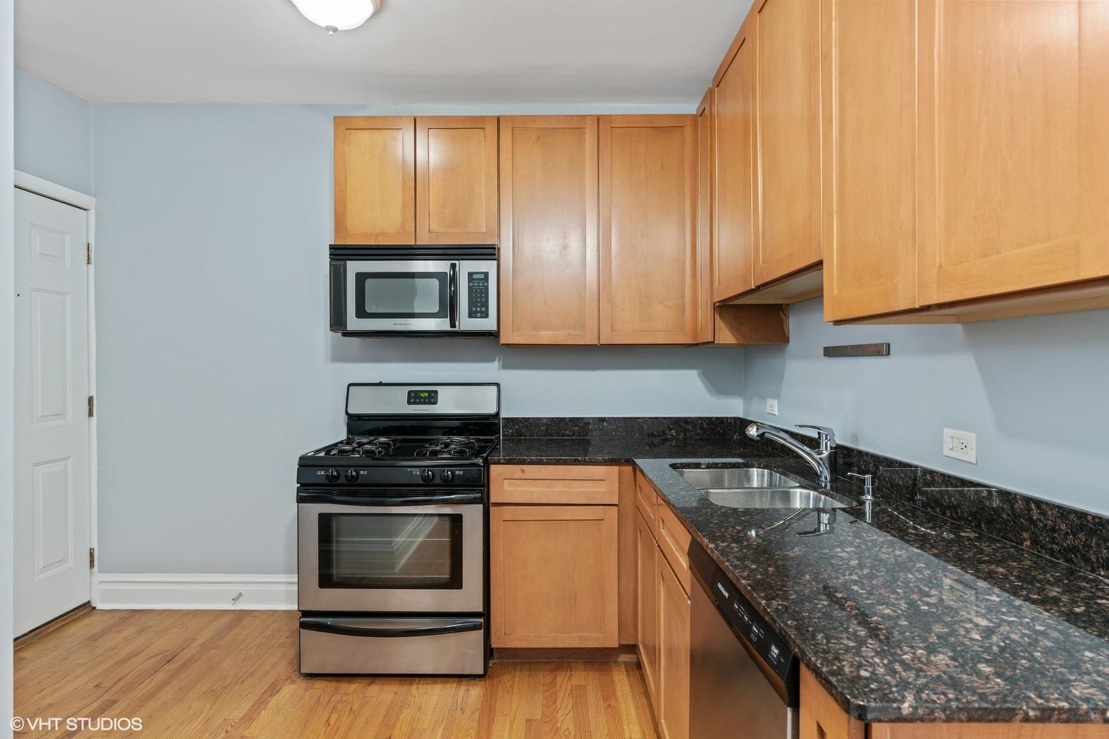 2839 N SAWYER  Avenue, Unit 2S photo