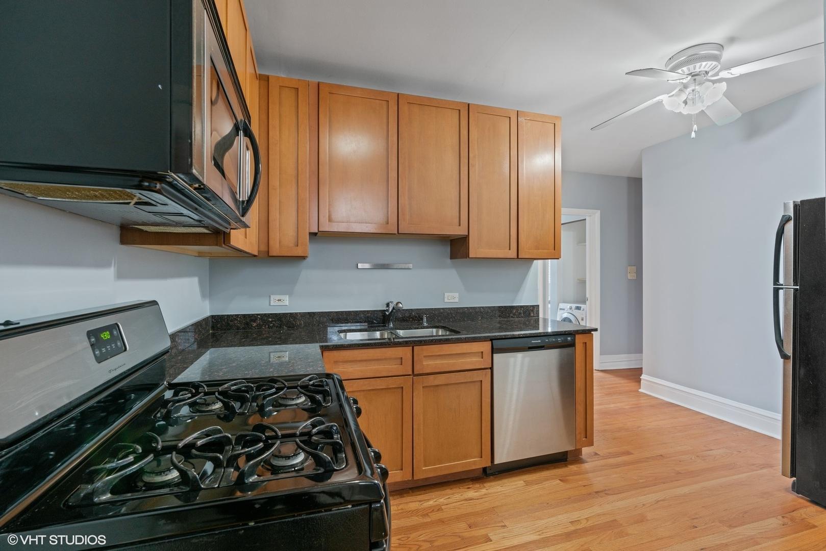 2839 N SAWYER  Avenue, Unit 1S photo