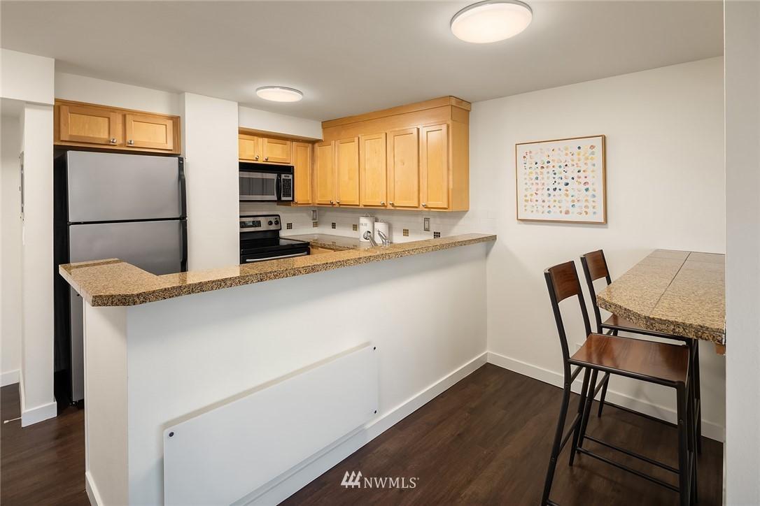 1525 Taylor N  Avenue, Unit 202